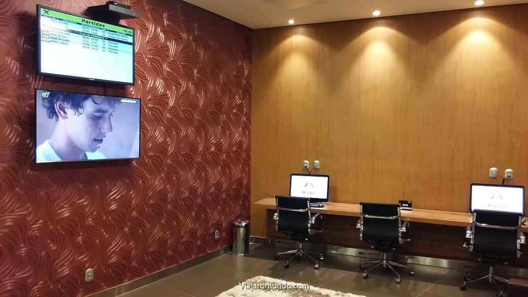 TV, painel de voos e business center
