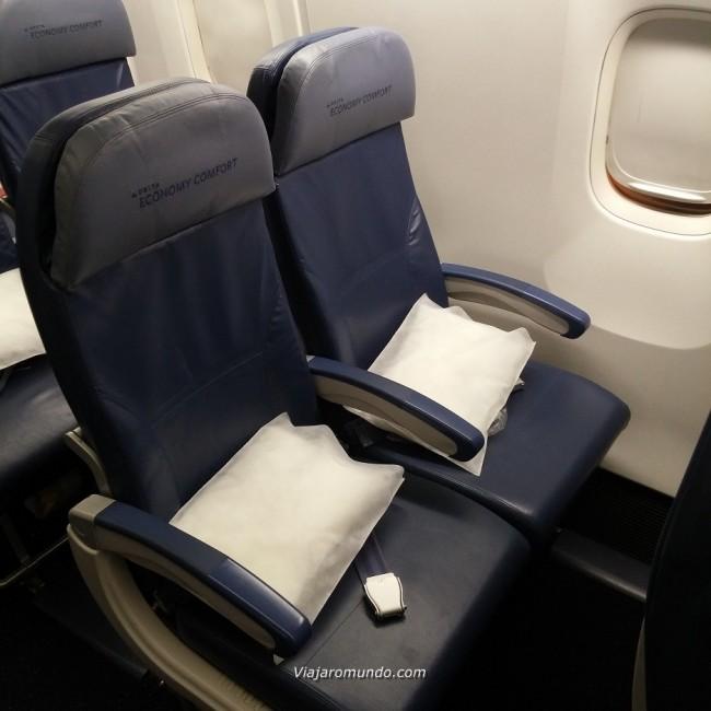 Assentos do lado esquerdo da aeronave