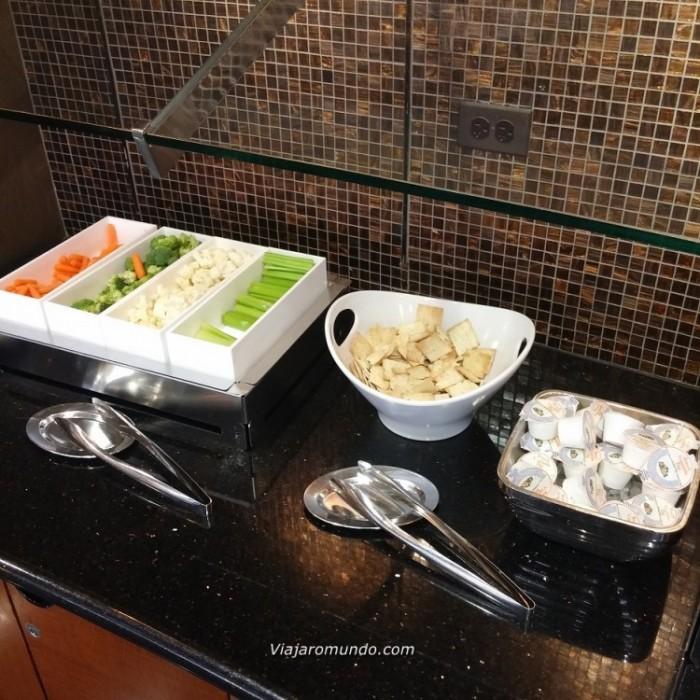 Vegetais e biscoitos