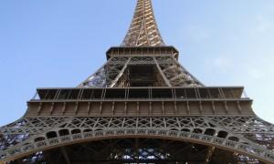 Tem passagem para Paris e quer desistir da viagem? Confira nosso post!