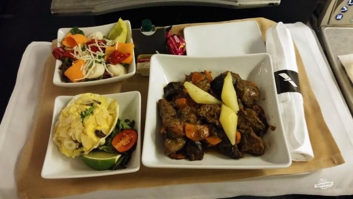 Entrada, salada e prato principal