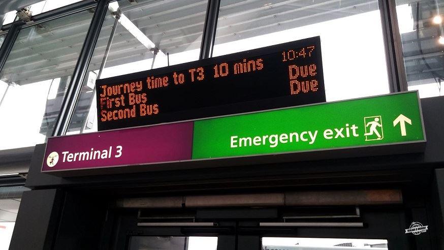 Aguardando ônibus para o Terminal 3