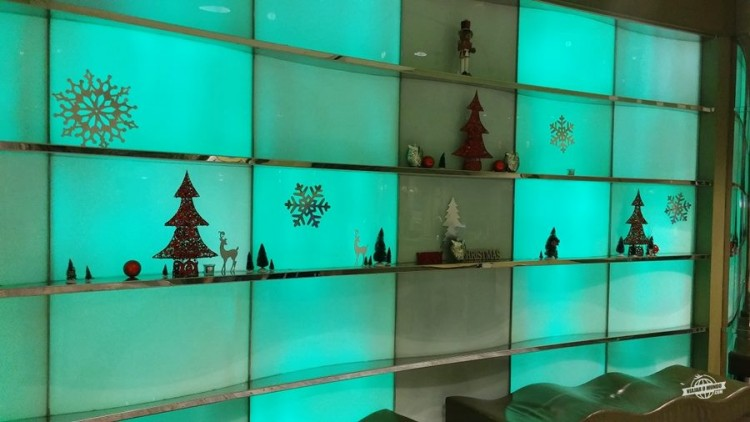Belo painel com decoração de Natal no Admirals Club D-30 Miami
