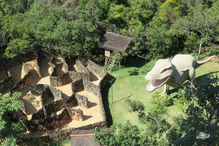 Mini labirinto e dinossauro - Ecologic Ville Resort
