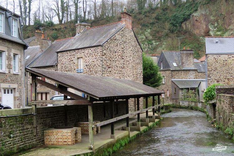 Fougères - Lavanderia no Rio Nançon