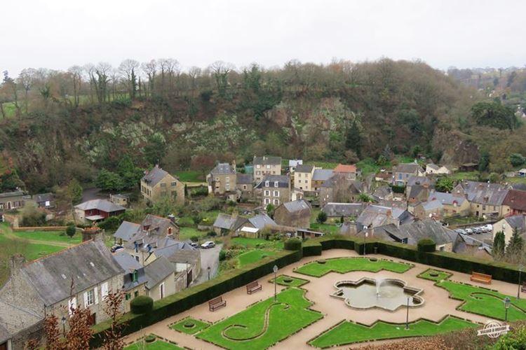 Place aux Arbres: Vista do mirante do Jardim Público de Fougères