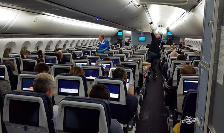 Classe Econômica Boeing 787-9 KLM (parte da frente)