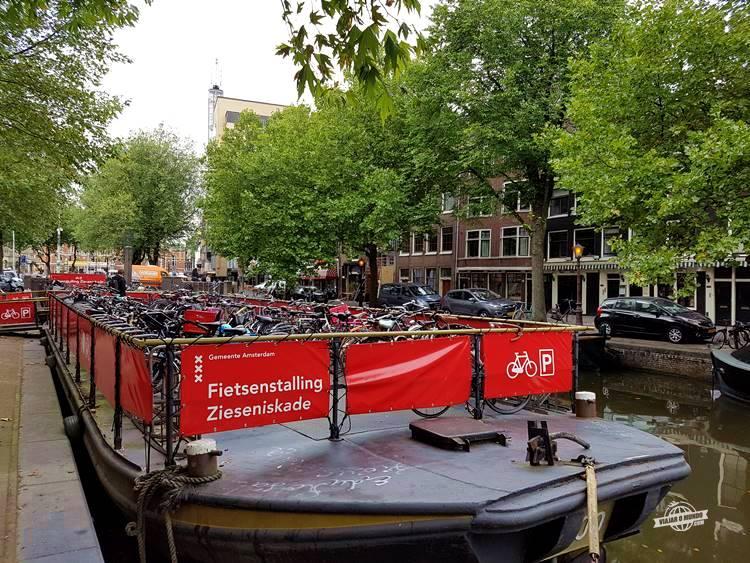 Estacionamento de bicicletas flutuante - Amsterdã