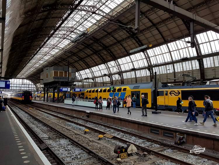 Amsterdam Centraal - Trem de Amsterdã para o Aeroporto Schiphol. Viajaromundo.com