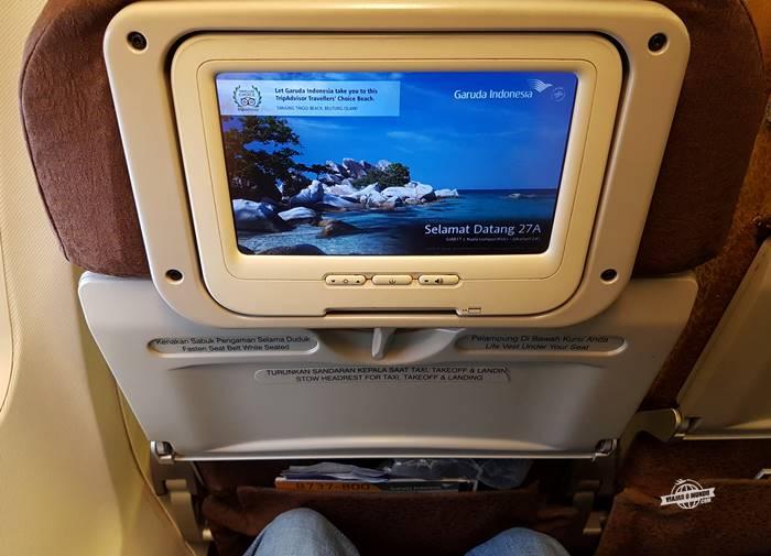 Espaço para as pernas - Assento Classe Econômica do 737 Garuda Indonesia