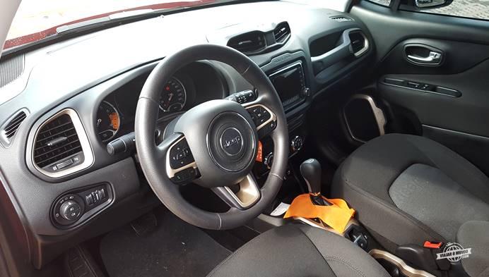 Interior do Jeep Renegade Sport 1.8 4x2 Automático