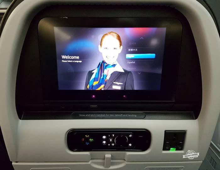 Tela do sistema de entretenimento: assento padrão da classe econômica do 787 da American Airlines