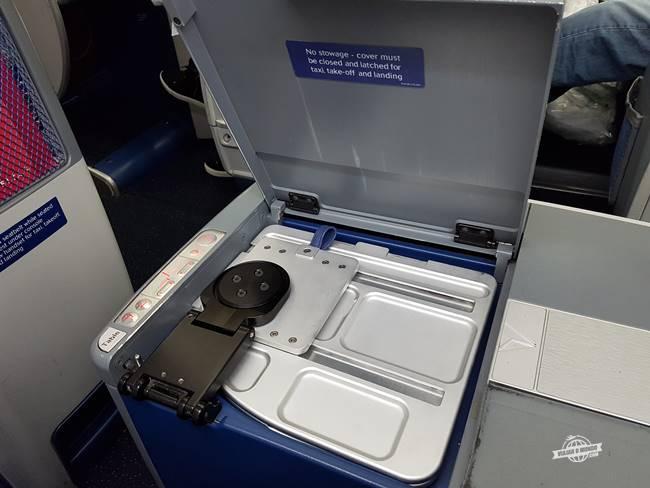 Compartimento da mesinha - Classe Executiva Delta One