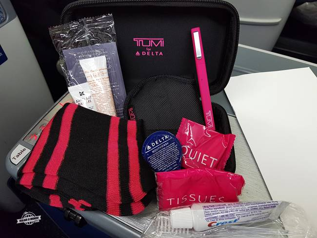 Amenity Kit rígido Delta One edição Outubro Rosa