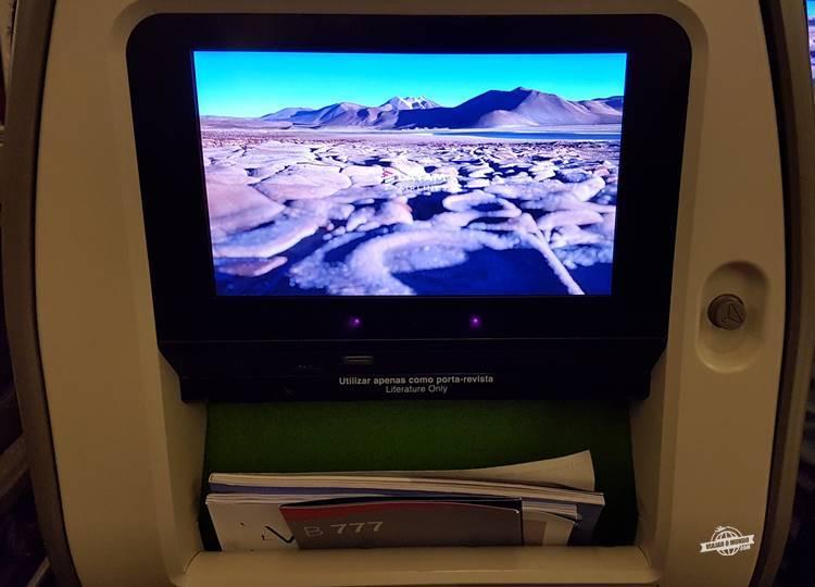 Sistema de entretenimento da classe econômica do Boeing 777 da Latam