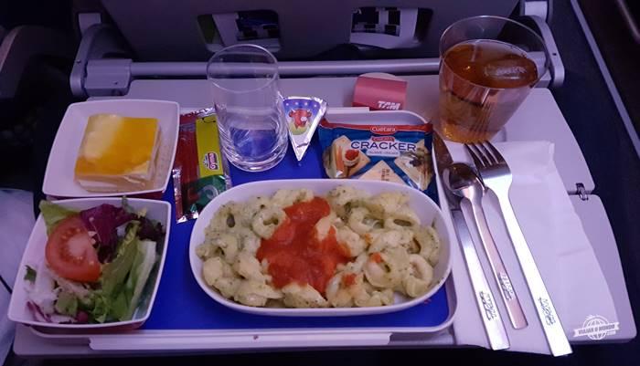 Jantar - classe econômica do A350 da Latam