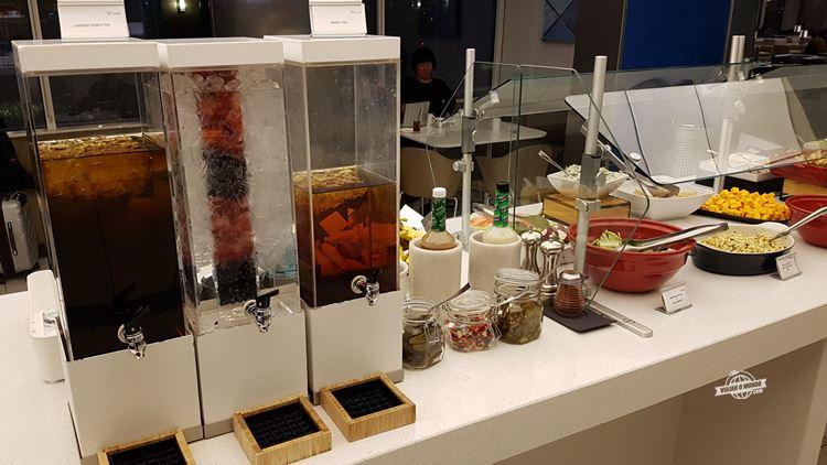 Chá e água gelados - Delta Sky Club Terminal F do Aeroporto de Atlanta