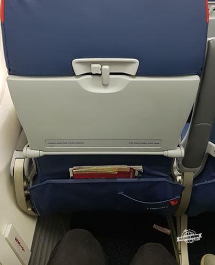 Espaço para as pernas - saída de emergência do 737-800 da Delta