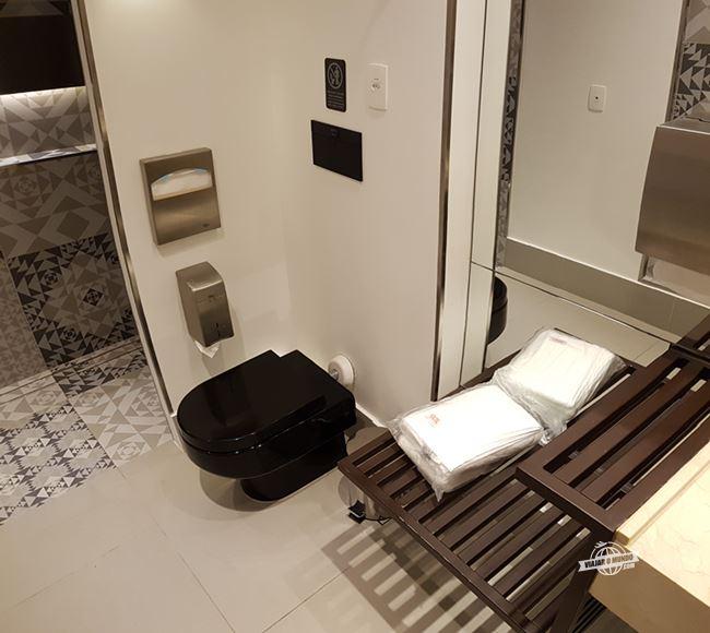 Banheiro com ducha - Sala VIP da Gol no Galeão