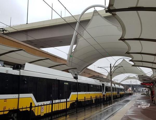 Como ir de trem do Aeroporto para o centro de Dallas