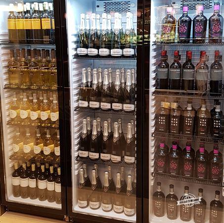 Freezer com bebidas alcoólicas - Sala VIP Casa Alitalia Fiumicino