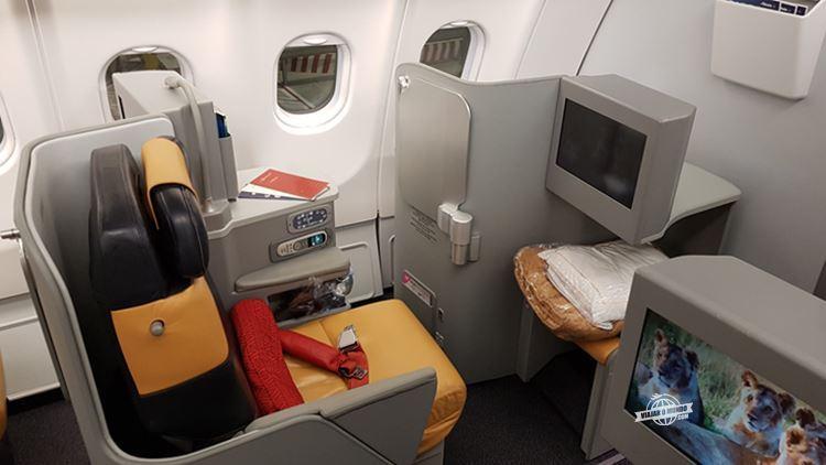 Assento lateral esquerdo 1C - Classe Executiva da Alitalia