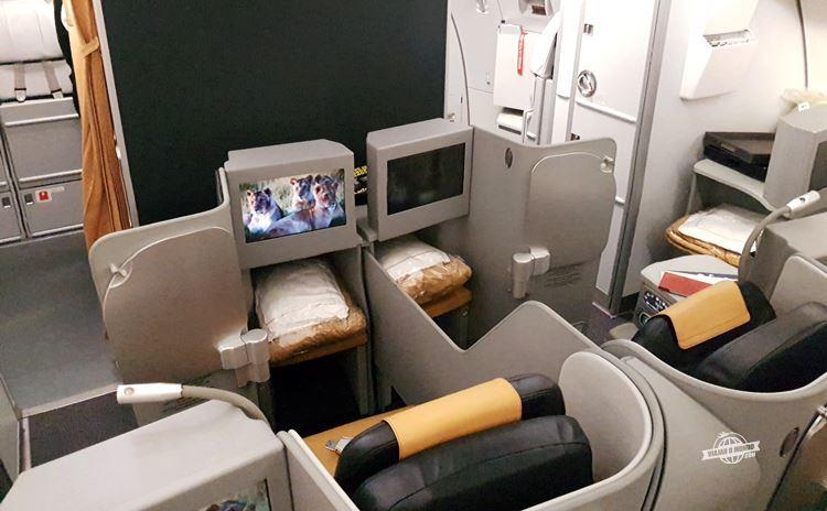 Assentos centrais 1E e 1G - Classe Executiva da Alitalia