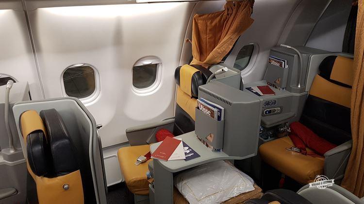 Assentos 4L e 5J - Classe Executiva da Alitalia
