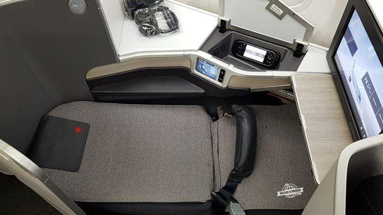 Assento 7A na reclinação máxima (180°)