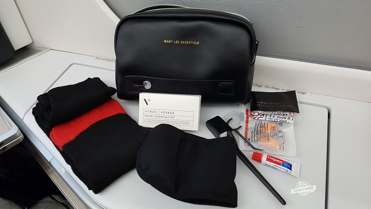 Amenity kit WANT Les Essentiels com produtos da Vitruvi