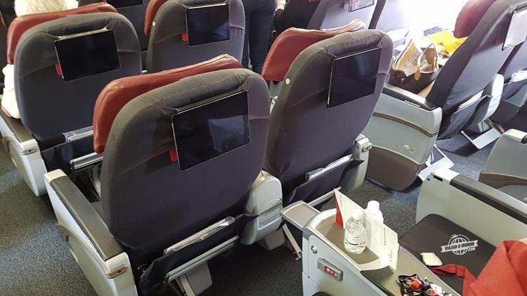 Assentos da Classe Premium do 767 da Air Canada Rouge. Blog Viajar o Mundo