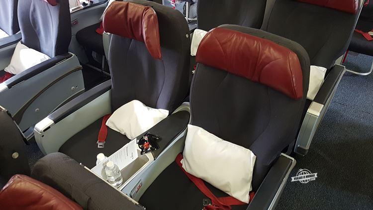 Assentos 3D e 3F da Classe Premium do 767 da Air Canada Rouge. Blog Viajar o Mundo. Viajaromundo.com