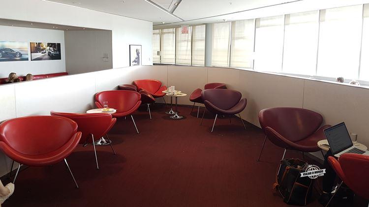 Área central - Sala VIP Maple Leaf Transborder. Blog Viajar o Mundo.