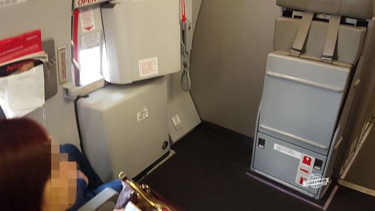 Assentos localizados na saída de emergência - Classe Econômica do A330 da Avianca Brasil. Blog Viajar o Mundo. Viajaromundo.com