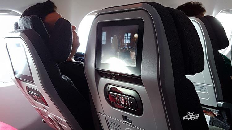 Assento totalmente reclinado na Classe Econômica do A330 da Avianca Brasil. Blog Viajar o Mundo. Viajaromundo.com