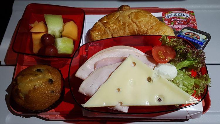 Seleção de frios - Café da manhã - Classe Econômica do A330 da Avianca Brasil. Blog Viajar o Mundo. Viajaromundo.com