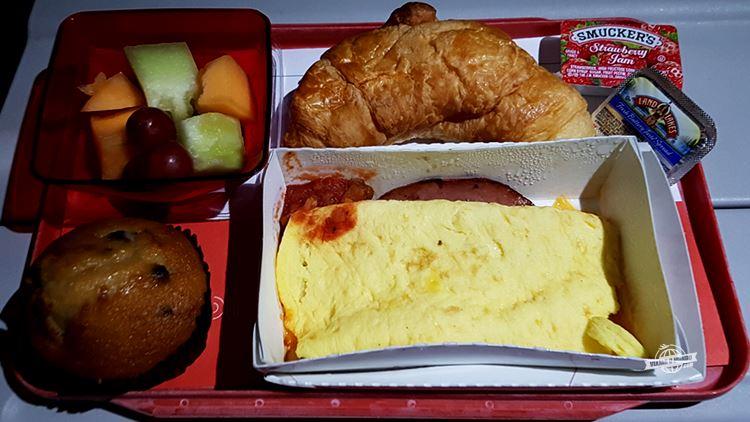 Café da manhã - Classe Econômica do A330 da Avianca Brasil. Blog Viajar o Mundo. Viajaromundo.com