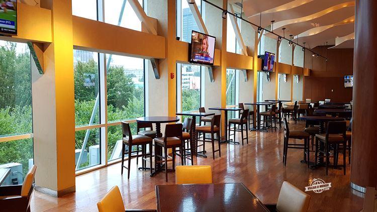 Latitudes Bistro and Lounge - Omni Atlanta Hotel at CNN Tower. Blog Viajar o Mundo. Viajaromundo.com