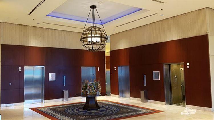 Hall de elevadores - Omni Atlanta Hotel at CNN Tower. Blog Viajar o Mundo. Viajaromundo.com
