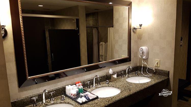 Vestiário do Fitness Center - Omni Atlanta Hotel at CNN Center. Blog Viajar o Mundo. Viajaromundo.com