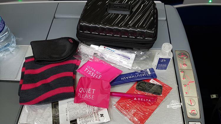 Amenity kit especial Outubro Rosa. Voo Atlanta - Rio. Blog Viajar o Mundo