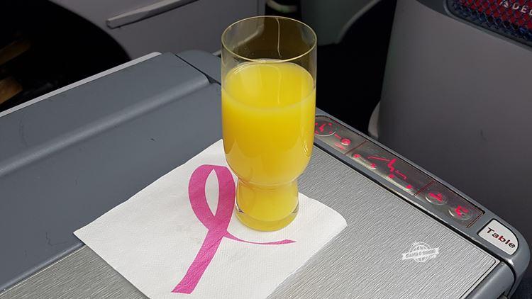 Bebida de boas-vindas - Classe Executiva Delta One (voo Atlanta - Rio). Blog Viajar o Mundo.