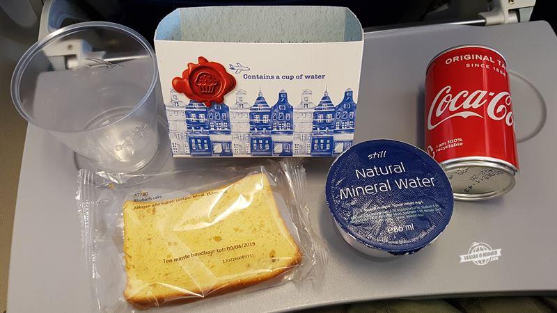 Serviço de bordo- Classe Econômica do 737 da KLM. Blog Viajar o Mundo