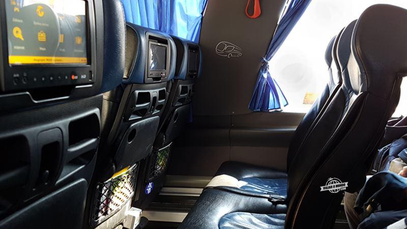 Assentos do ônibus da Regiojet - Ônibus entre Viena e Bratislava. Blog Viajar o Mundo