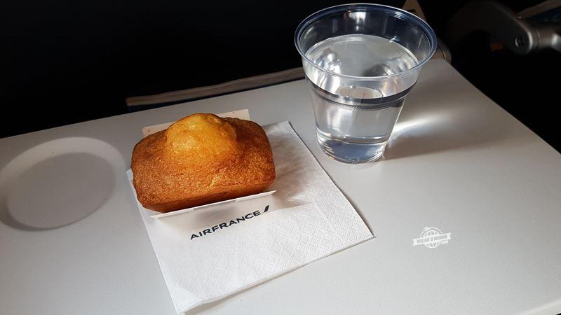Serviço de bordo da Classe Econômica do A321 da Air France. Blog Viajar o Mundo