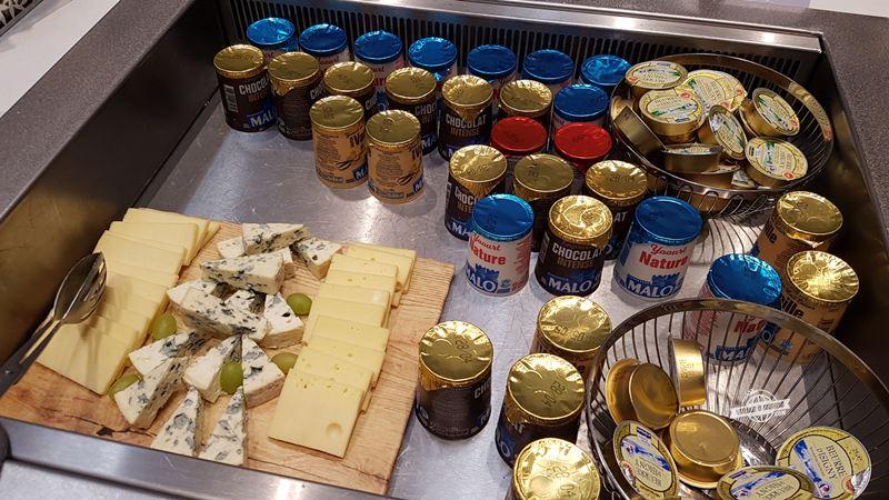 Queijos, manteiga e produtos Malo - Sala VIP Air France Terminal 2E Hall L. Blog Viajar o Mundo.