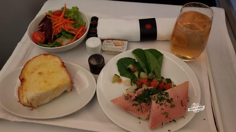 Entrada e salada - Classe Executiva da Air Canada. Blog Viajar o Mundo.