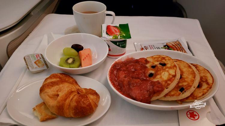 Café da manhã - Classe Executiva da Air Canada. Blog Viajar o Mundo.