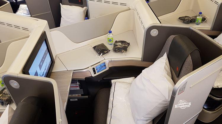 Mini suíte - Classe Executiva do Boeing 77W da Air Canada. Blog Viajar o Mundo.