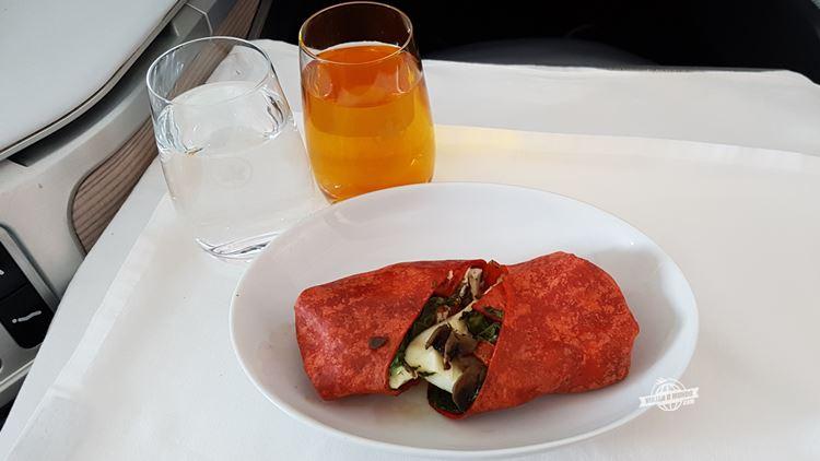 Café da manhã - Classe Executiva do Boeing 77W da Air Canada. Blog Viajar o Mundo.